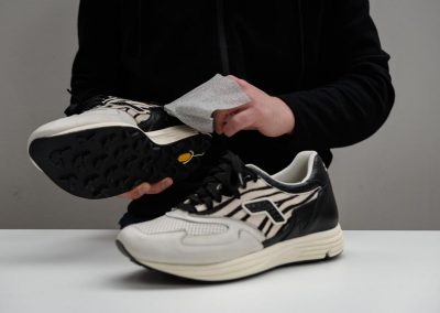 how-to-use-sneakers-wipes4
